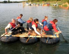 Teamevent oder Teambuilding: Floßbau z.B. in Berlin, Bremen, Hamburg, Hannover, Wolfsburg
